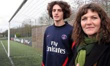 Амбициозна майка е на път да провали кариерата на Адриан Рабио