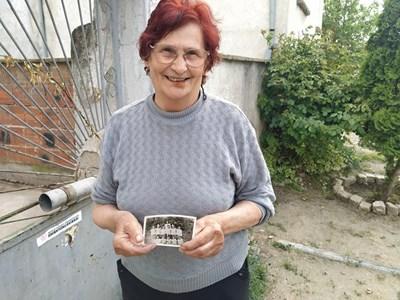 Първата учителка на Стефан Янев - Недка Димитрова, пази негова черно-бяла снимка от детските му години и ще е сред първите посрещачи. Снимка: Радко Паунов