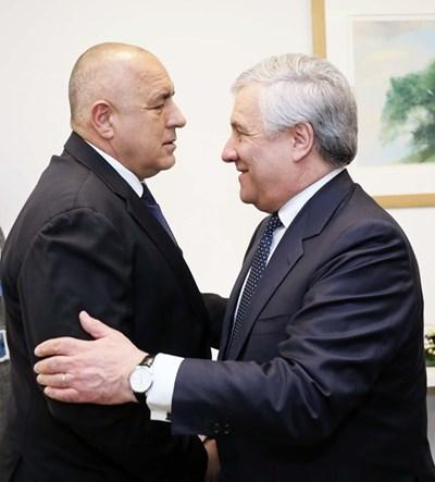 """Бойко Борисов разговаря с председателят на Европейския парламент Антонио Таяни за проблема с пакет """"Мобилност""""."""