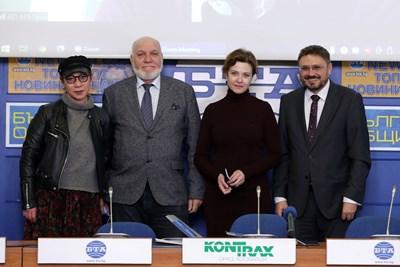 Лара Златарева, Мирослав Пашов, Стефка Янорова и Кирил Вълчев (от ляво на дясно) позират след подписването на договора за сътрудничество. СНИМКА: БТА