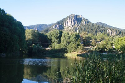 Въздухът около Смолянските езера е благодатен за хора с проблеми с белите дробове и кожата. СНИМКА: Валентин Хаджиев