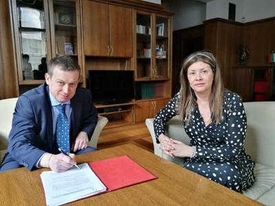 Алексей Трифонов подписа акта си пред административния ръководител на Софийски апелативен съд Даниела Дончева.