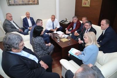 Бойко Борисов на среща с превозвачите за толсистемата СНИМКИ: Министерски съвет