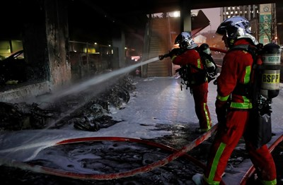 Пожар близо до Лионската гара в Париж наложи евакуация на пътниците (Снимки)