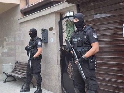 Спецполицаи щурмуваха вчера дома му в Аджисана.