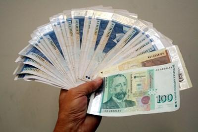 Задържаха икономически полицай с 2000 лв. подкуп