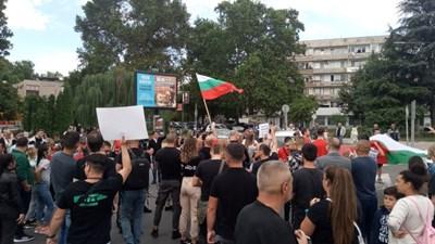 Протестиращите ресторантьори блокираха за 10 минути възлово кръстовище на автогарата и предизвикаха километрично задръстване.
