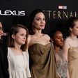 """Анджелина Джоли с децата си на премиерата на """"Вечните"""""""