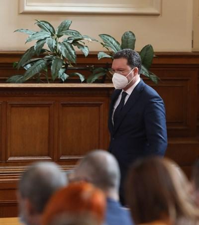 В четвъртък Даниел Митов не каза какво ще бъде решението на ГЕРБ за мандата.  СНИМКИ: НИКОЛАЙ ЛИТОВ