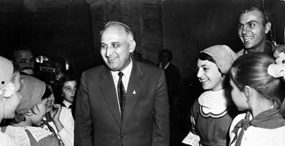 Фотографът Георги Панамски (вдясно) и неговият герой Тодор Живков по време на 8-ия конгрес на БКП, проведен на 4 ноември 1962 г.