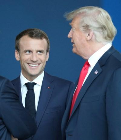 Френският президент Еманюел Макрон и Доналд Тръмп на срещата на върха на НАТО СНИМКА: Ройтерс