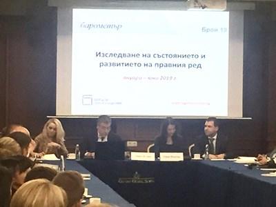 """Проектът """"Юридически барометър"""" се реализира от сдружение """"Център за правни инициативи"""". Ръководител на екипа е проф. Даниел Вълчев."""