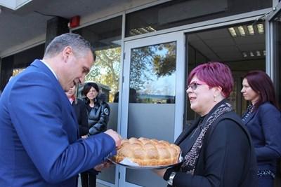 """Новият кмет на """"Източен"""" Иван Стоянов бе посрещнат миналия месец с пита и мед. Той ще представи екипа сиутре."""