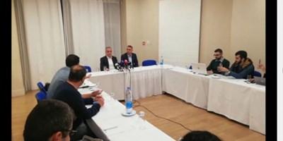 Ивайло Петев и адвокатът му дадоха пресконференция в хотел в Никозия.