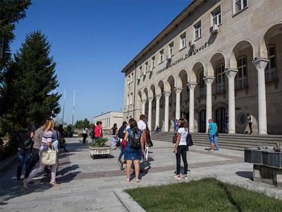 Стопанската академия попълни местата за първокурсници по държавна поръчка