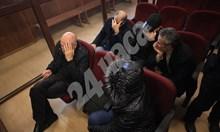 Петимата, финансирали терористи, остават в ареста