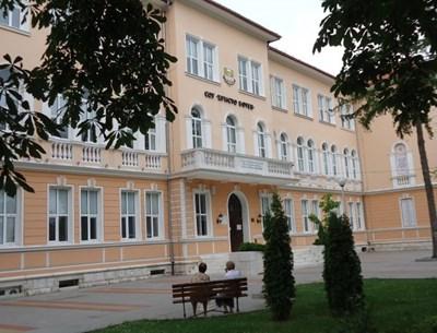 """Ученичка от 7-и клас във врачанското СУ """"Христо Ботев"""" е починала по време на междучасие."""