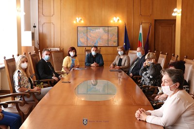 Срещата се проведе с маски