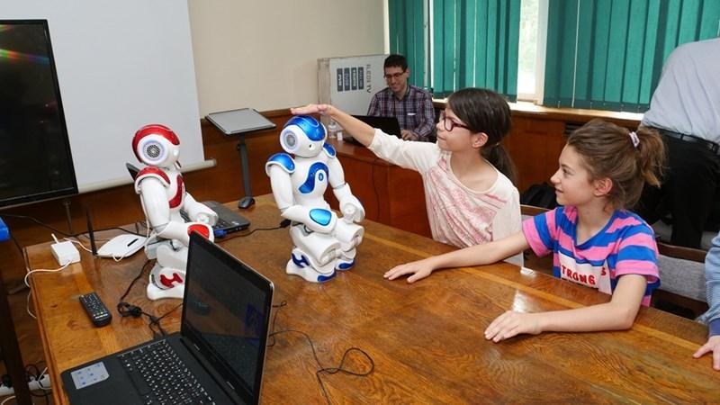 БАН работи с 5 университета в Европа  и 3 в Япония, Мароко и Чили. Създават прототипи, които да се грижат за хората