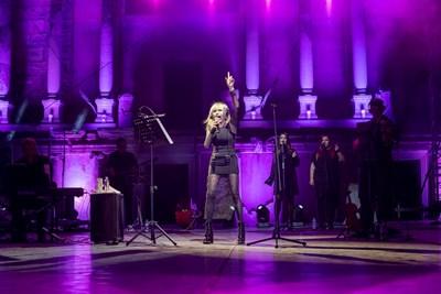 """Лили Иванова пее в Античния театър в Пловдив, където представи за първи път """"Севдана"""".  СНИМКА: ИНА ЯНЕВА"""