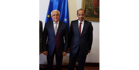 Шейх Мохамед Жасим ал Тани с министъра на земеделието на Румъния Петре Дая.