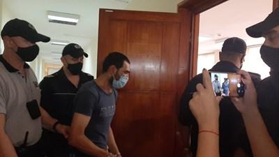 Задържаният Йовчо Стоянов в Бургаския апелативен съд. Снимки Авторката