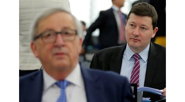 """Кой е Брюкселският Распутин? След избори """"Чудовището"""" Зелмайер винаги се озовава в лагера на победителите. Имал конфликт с Кристалина Георгиева, твърди изданието """"Политико"""""""