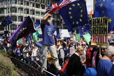 """""""Гардиън"""": Ако правителството игнорира доклада за Брекзит, значи ни управляват неразумни политици"""