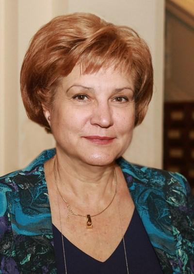 Менда Стоянова: Защо общините не ползват споделени услуги, за да събират повече от данъци