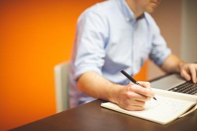 По време на онлайн приемния изпит в Техническия университет, студентите решават задачите на лист, нямат право да натискат клавиши на клавиатурата, а отговорите нанасят само с мишката. СНИМКА: PIXABAY