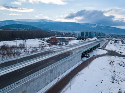"""Отсечката е част от реконструкцията на 6 км от Околовръстния път между ж. к. """"Младост"""" и АМ """"Тракия"""". Снимки АПИ"""