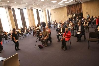 Десетки социалисти от цялата страна се събраха в зала 6 на НДК, за да коментират бъдещето на БСП. СНИМКИ: НИКОЛАЙ ЛИТОВ