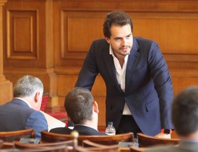 Антони Тренчев в пленарната зала на предишното Народно събрание СНИМКА: Румяна Тонeва