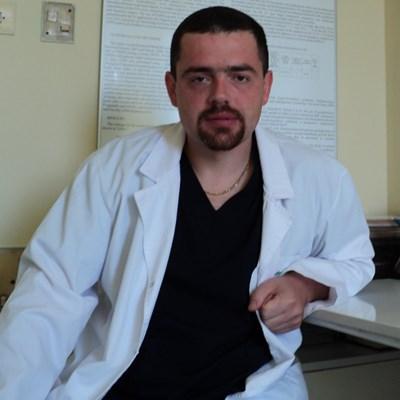 Д-р Емил Ковачев  СНИМКА: Авторката