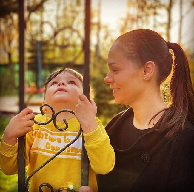 Темелкова със сина си Филип