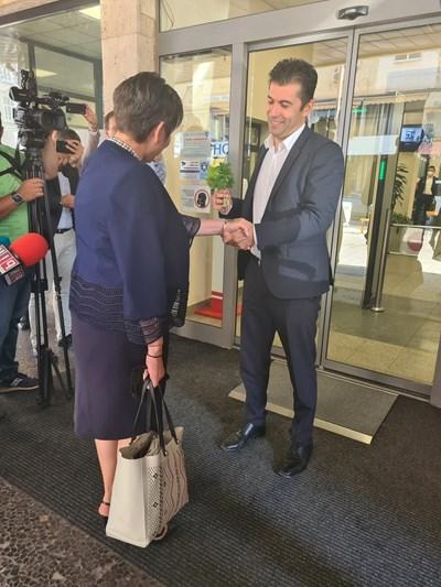 Петков предаде поста на съветничката си Даниела Везиева, преди да обяви политическия си проект.