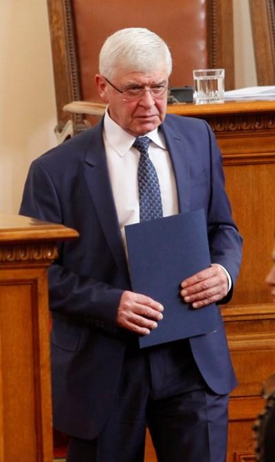 """Министър Кирил Ананиев разпореди проверка в трите болници, в които е преглеждано момченцето.  СНИМКИ: """"24 ЧАСА"""""""