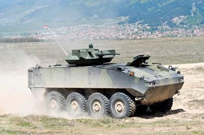 """Стабилизираният оръдеен купол ня """"Пираня 5"""" е разработен от израелската компания """"Рафаел""""."""
