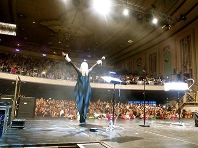 """""""Такъв заряд между публика и артист рядко се среща"""", сподели след концерта Лили Иванова.  СНИМКИ: ПЕТЯ ИВАНОВА"""