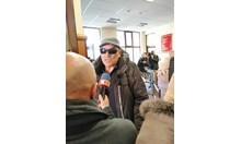 Ценко Чоков пристигна в съда с патерица (Снимки+видео)