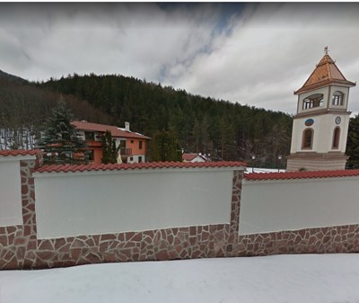 Това е част от уникалната вила на Красимир Живков в Правец, която е в махала Живковска.