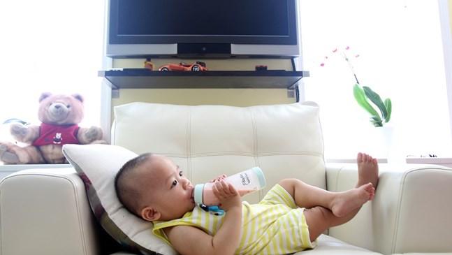 Как бебето да премине от шише към чаша?