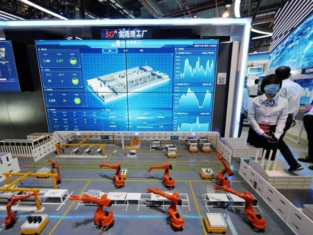"""Китай ще изгражда 30 """"напълно свързани"""" 5G фабрики до 2023 г."""