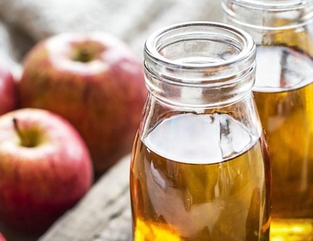За предотвратяване на образуването на пихтиеста маса от бактерии, преди наливане в бутилките, в него се внасят 1,5 до 2 грама серен двуокис на 10 литра