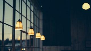 Пет бабини хитрини за блестящи прозорци