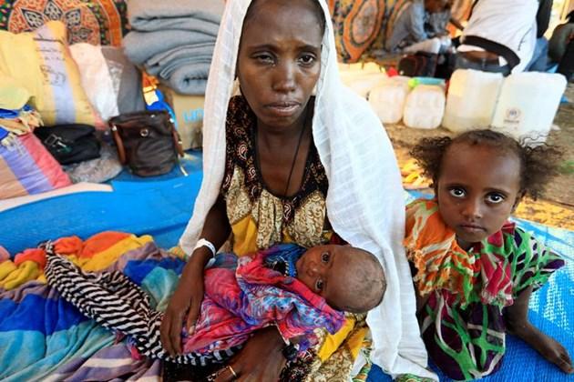 Хиляди бежанци от Етиопия прекосиха границата със Судан (Фотогалерия)