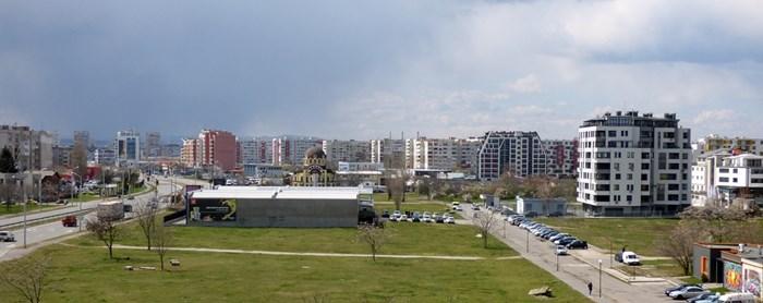"""Широкият проходим булевард, близостта до центъра и не на последно място предстоящото изграждане на метрото накараха много строителни предприемачи да обърнат внимание на някои пренебрегвани доскоро квартали като """"Левски В"""" и """"Левски Г"""".  СНИМКИ: РУМЯНА ТОНЕВА"""