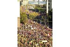 Снимка от протестите през 2013 г., на която Димчев е преброил малко под 3000 души.
