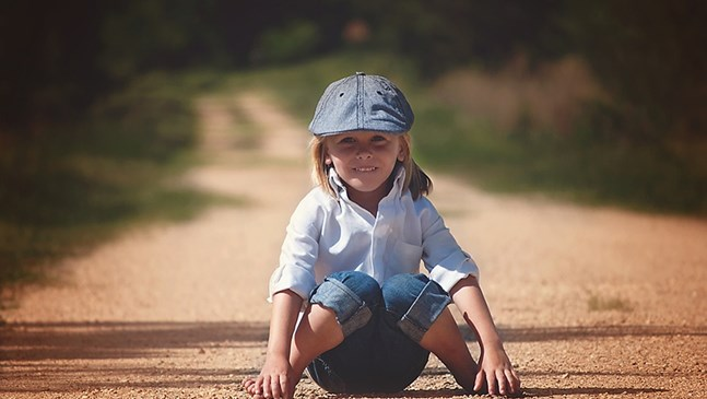 Прегърбена стойка при детето. Как да я коригираме?