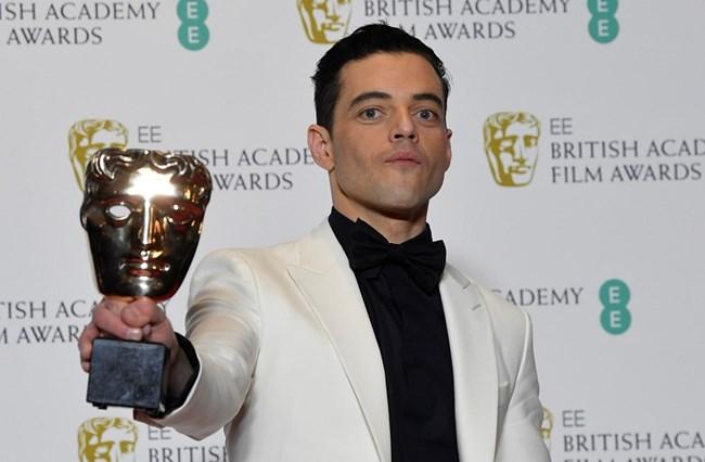"""Рами Малек стана носител на наградата за най-добър актьор в образа на легендарния Фреди Меркюри в """"Бохемска рапсодия""""."""